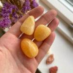 Calcit orange lommesten – Moni Sattler