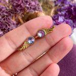 Wing lilla ørestikker – Moni Sattler